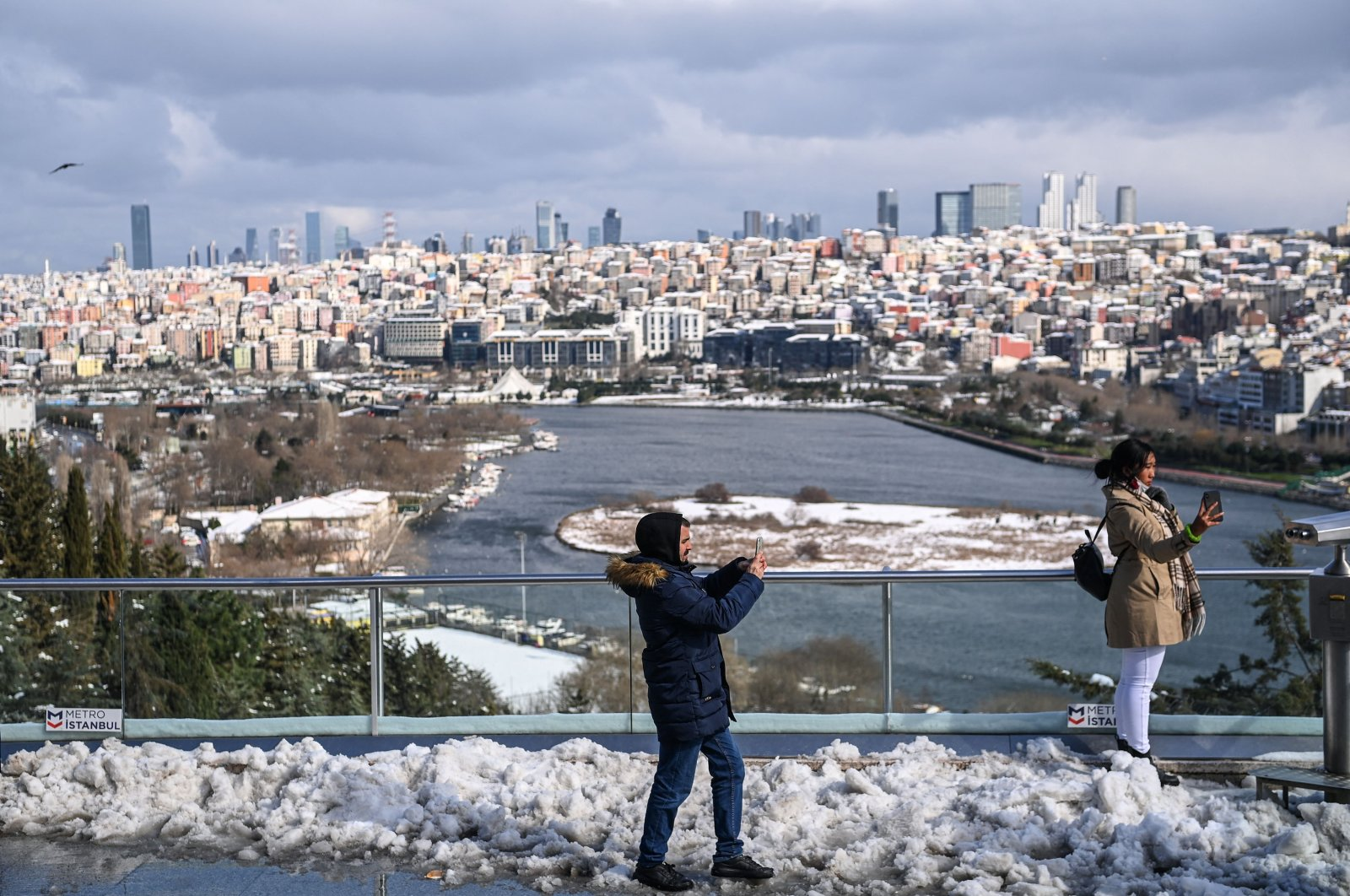 People take pictures at the Pierre Loti hill near the Eyüp Sultan neighborhood in Istanbul after a heavy snowfall, Turkey, Feb. 16, 2021. (AFP Photo)