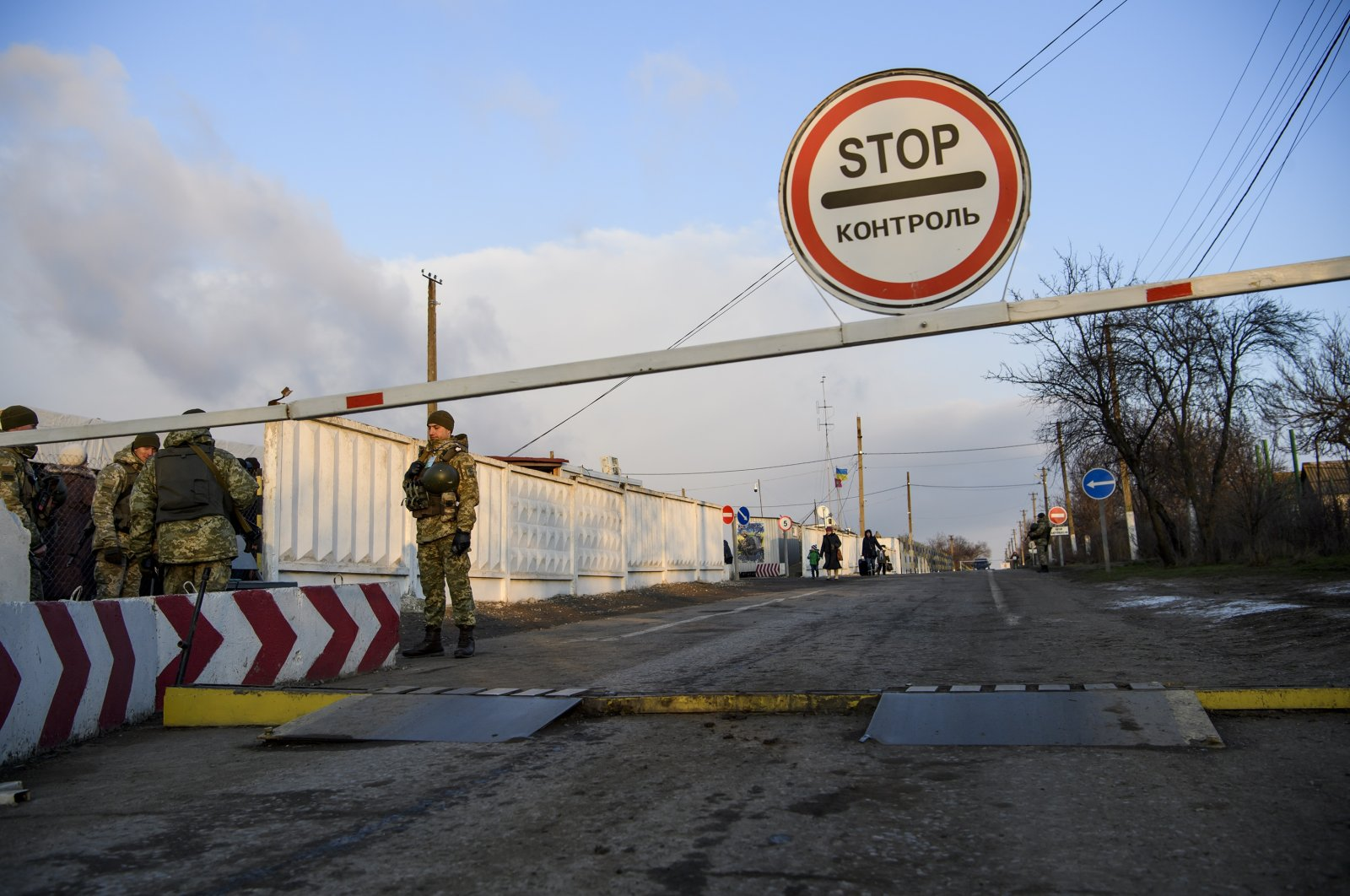 Border guards at the Hnutove checkpoint in Hnutove village, near Mariupol, Ukraine, Jan. 12, 2018. (Getty Images)
