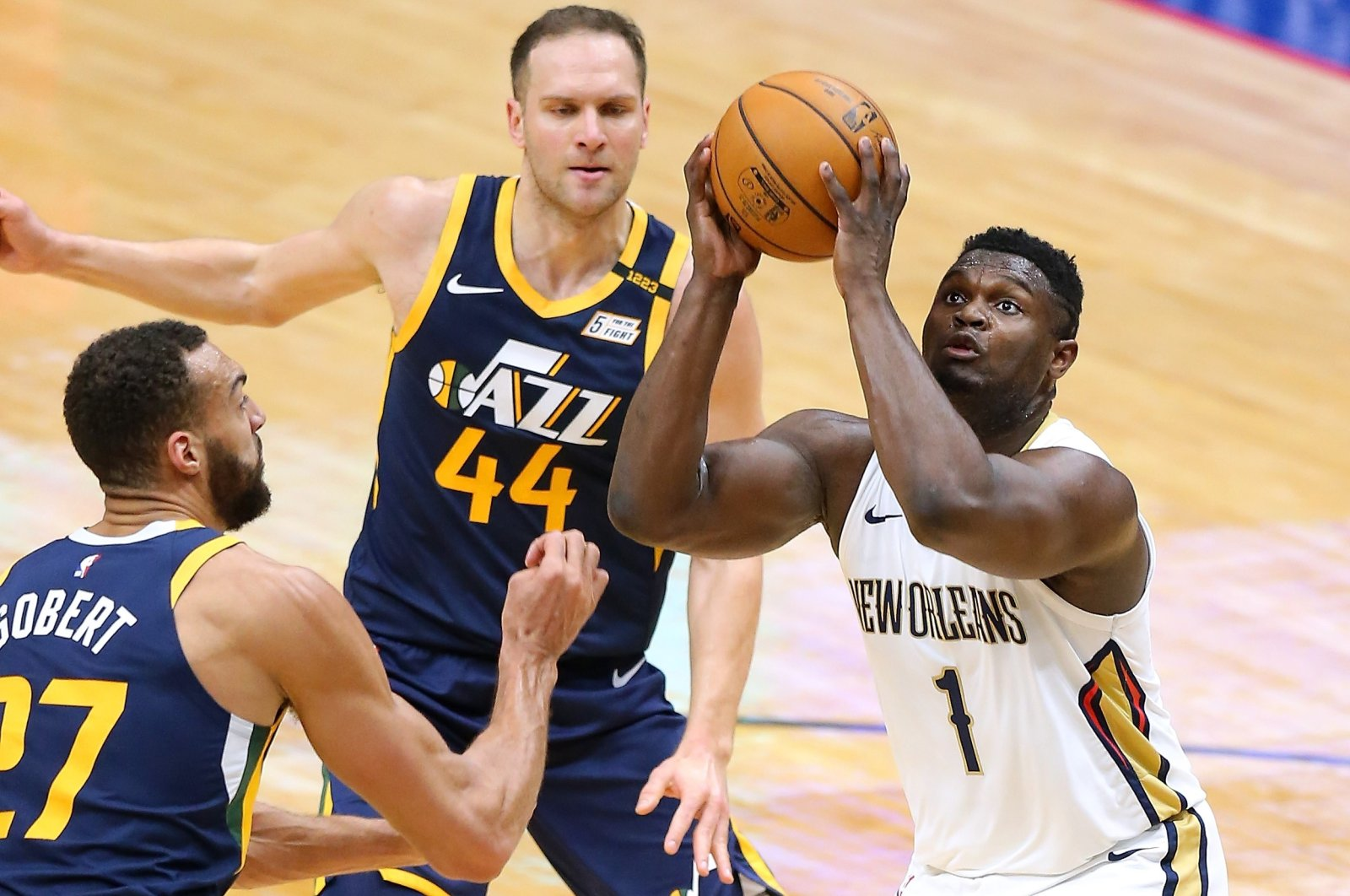 New Orleans Pelicans' Zion Williamson (R) looks to shoot against Utah Jazz'sRudy Gobert (L) and Bojan Bogdanovic (C) during an NBA game at the Smoothie King Center, New Orleans, Louisiana, March 01, 2021. (AFP Photo)
