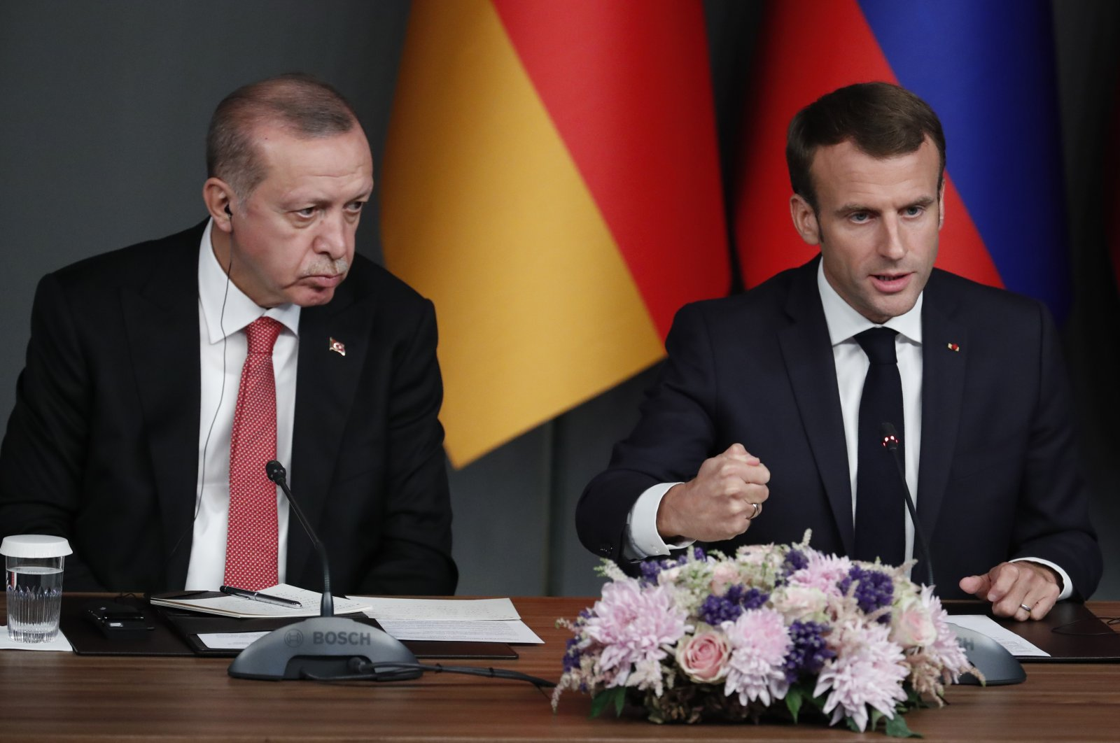 President Recep Tayyip Erdoğan (L) and French President Emmanuel Macron (R) attend a news conference during the Syria summit in Istanbul, Turkey, Oct. 27, 2018. (EPA File Photo)