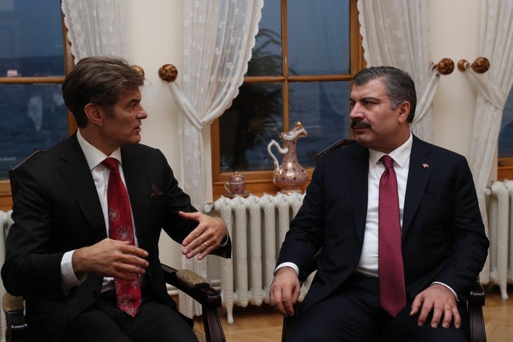 Dr. Mehmet Öz (L) talks to Turkey's Health Minister Fahrettin Koca, in Istanbul, Turkey, Oct. 23, 2018. (AA PHOTO)