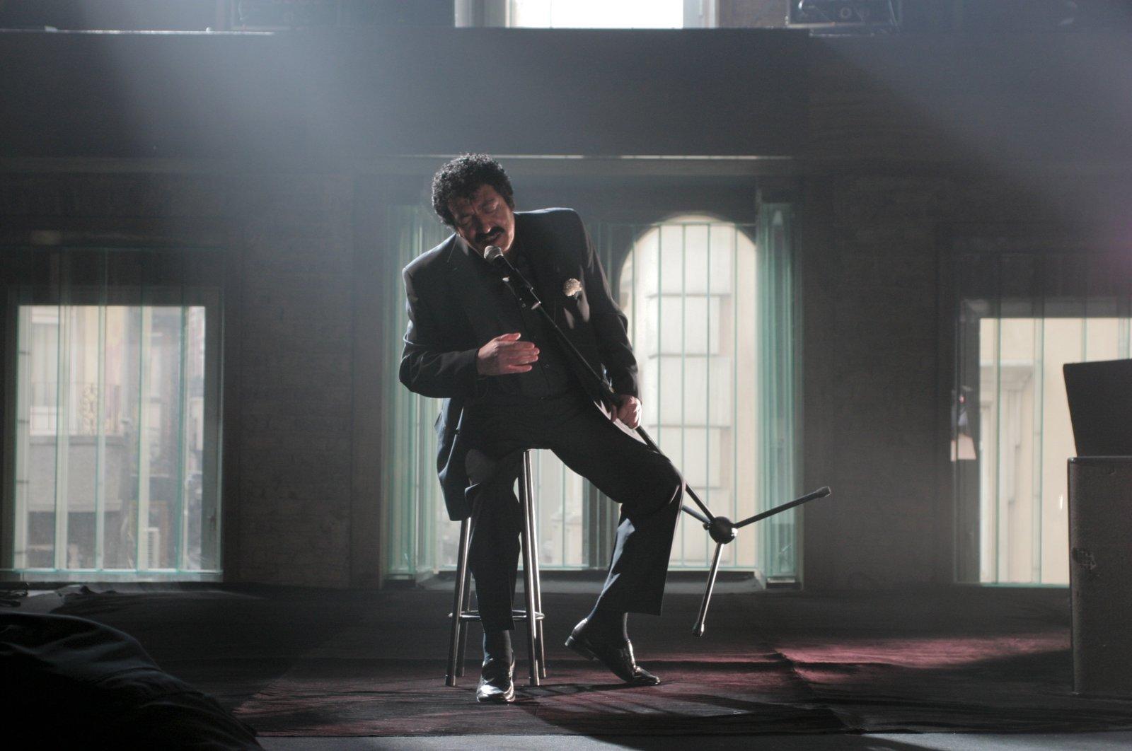 "Müslüm Gürses in a scene from his clip for the song ""Bir Ömür Yetmez Ki."""