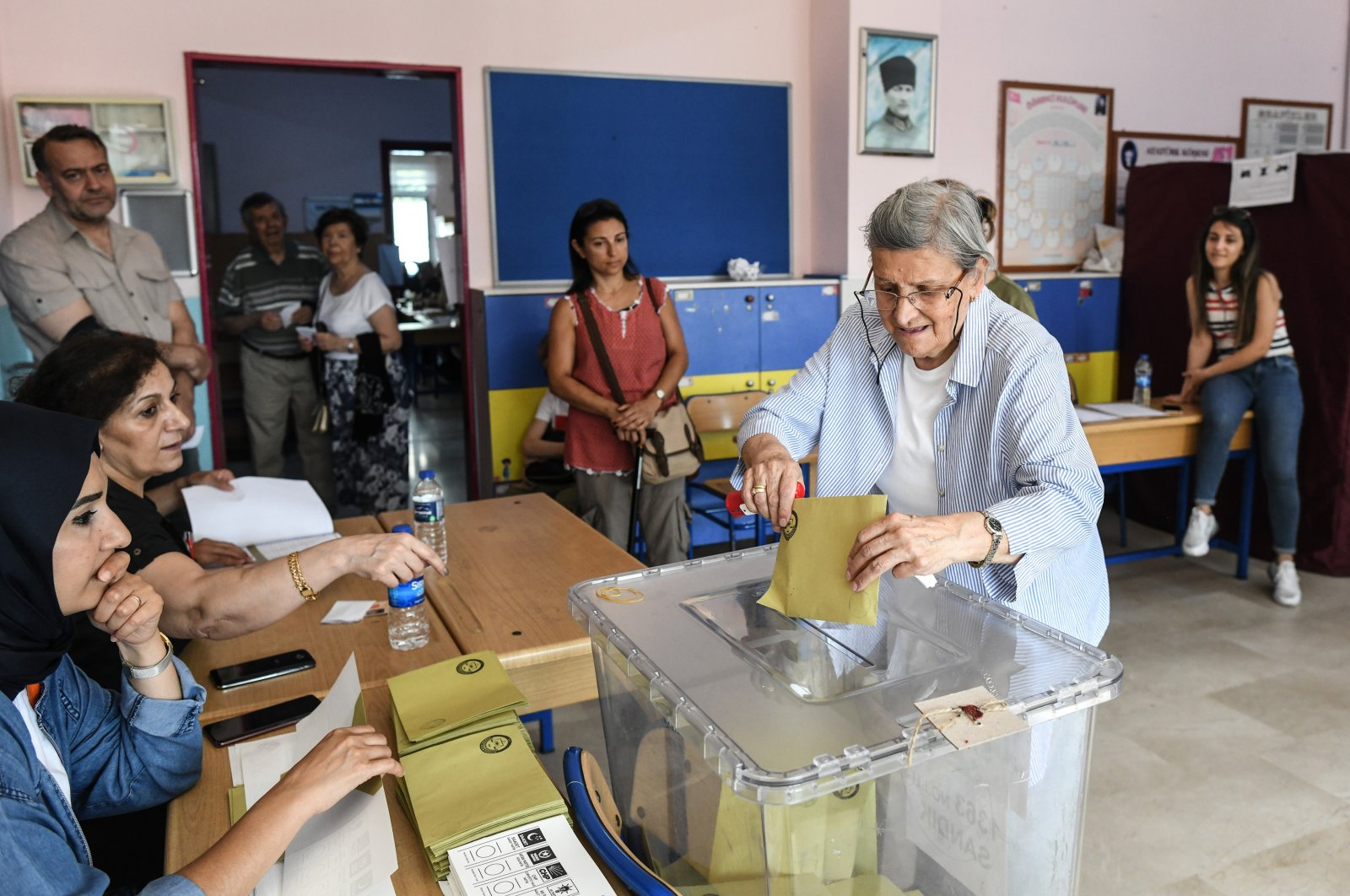 A woman casts her vote in the re-run local mayoral elections for Istanbul, in Istanbul, Turkey, June 23, 2019. (Getty Images)