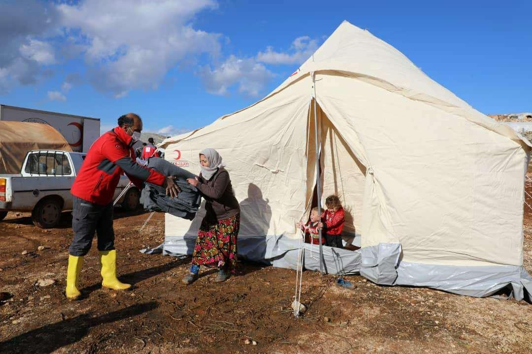 Turkish Red Crescent (Kızılay) distributes aid to displaced Syrians in Idlib, northwestern Syria, Jan. 21, 2021. (AA Photo)