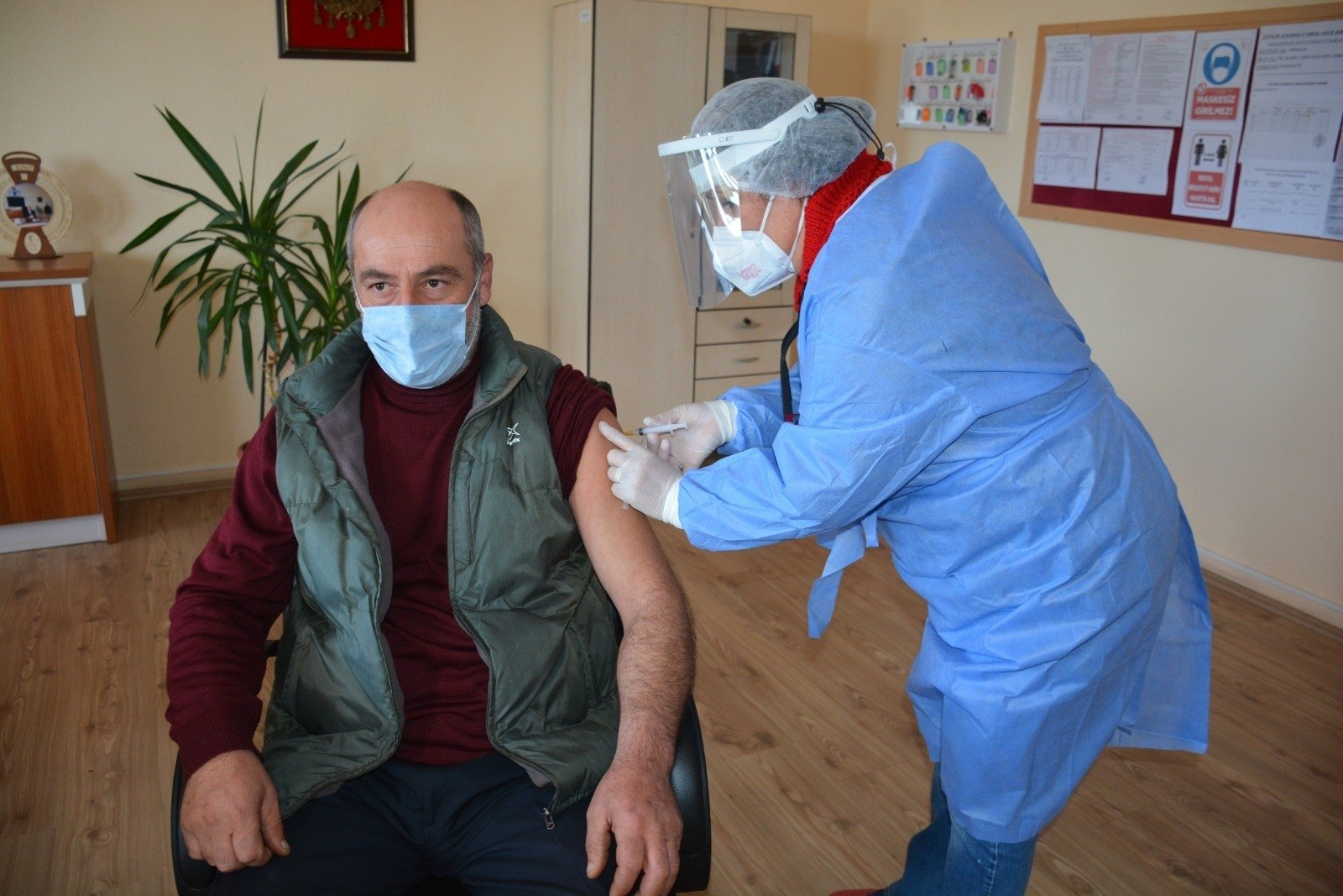 A health care worker vaccinates a teacher, in Sinop, northern Turkey, March 2, 2021. (İHA PHOTO)