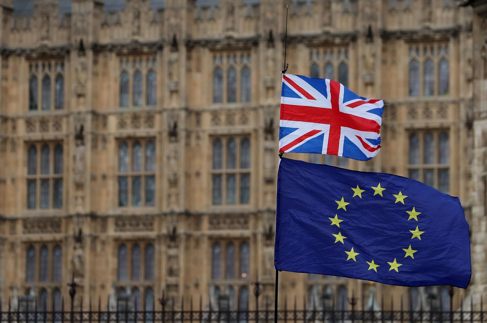 An anti-Brexit activist waves the U.K. and the European Union flag in a demonstration outside the Houses of Parliament in central London, England, Jan. 23, 2019. (AFP Photo)