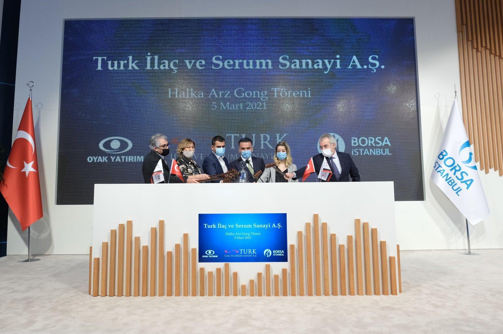 Oyak Yatırım and TURK Drug and Serum Industries officials kick off the gong ceremony of the initial public offering in Ankara, Turkey, on Mar. 5, 2021 (Photo courtesy of Oyak Yatırım)
