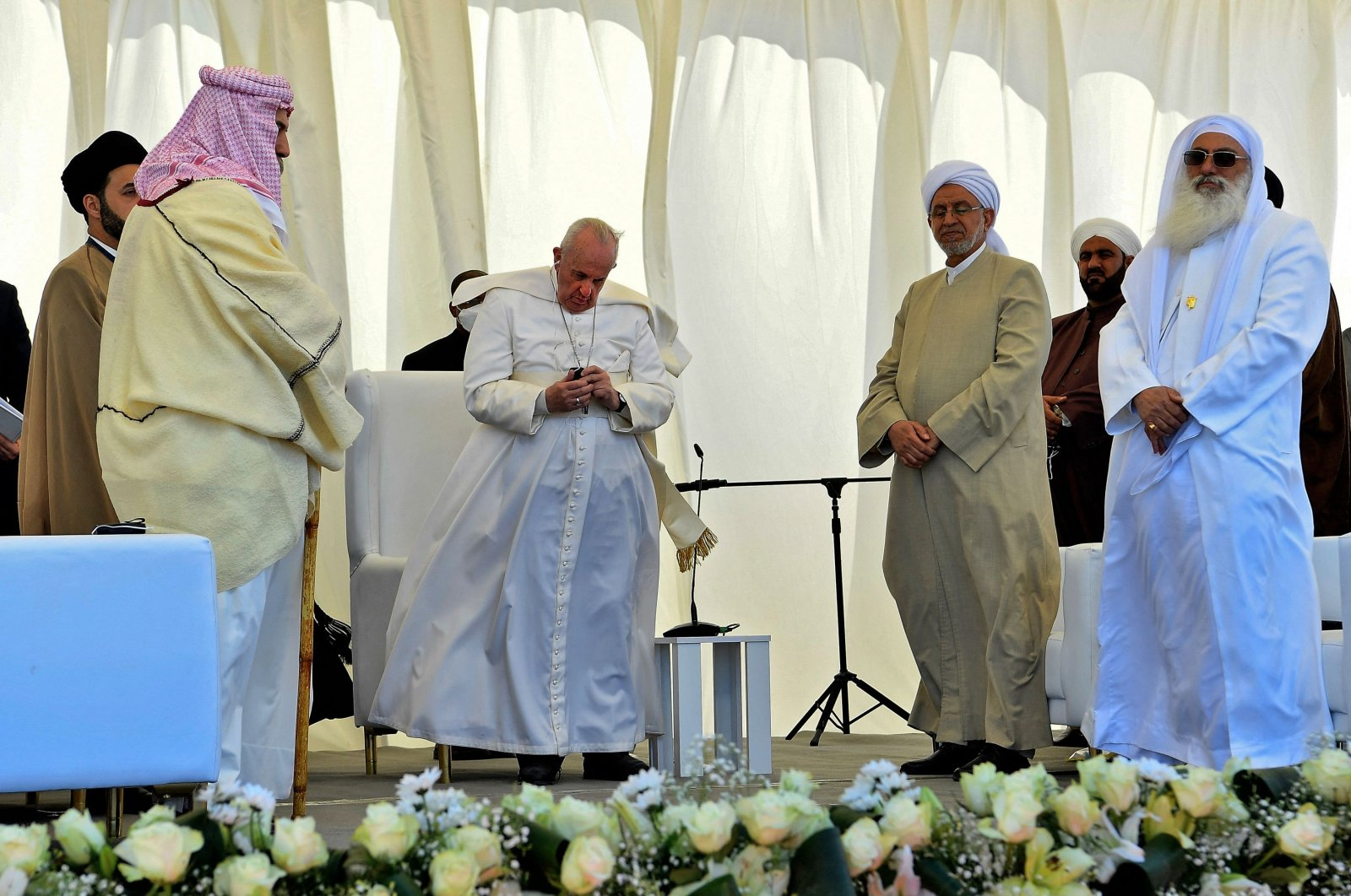 Pope Francis stands with Iraqi religious figures during an interfaith service at the House of Abraham in the ancient city of Ur in southern Iraq's Dhi Qar province, on March 6, 2021. (AFP Photo)