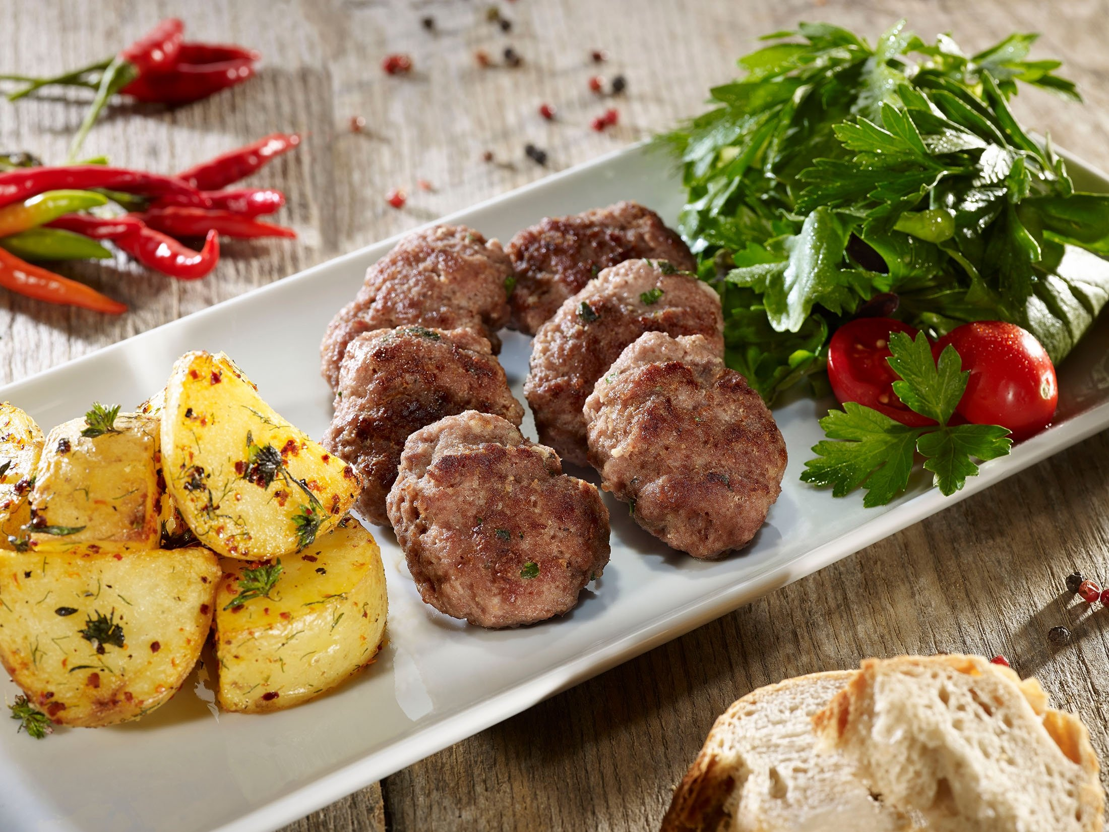 Some classic mum-made köftes go great with a salad and potato wedges. (Shutterstock Photo)