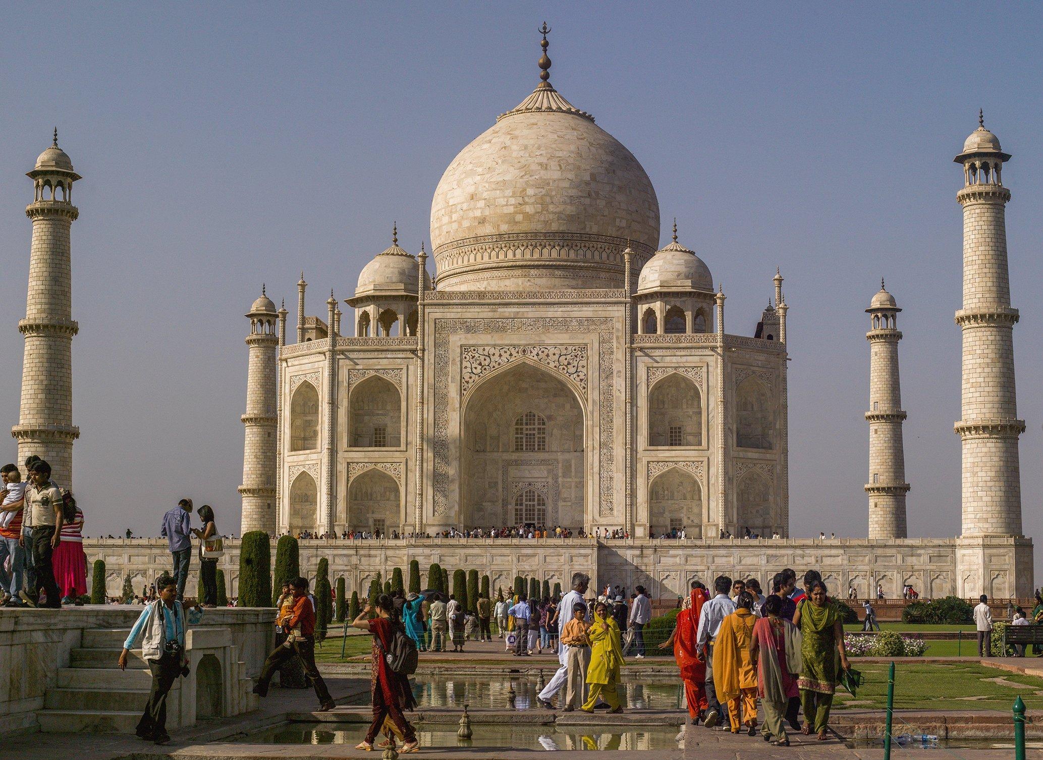 A photo of the Taj Mahal in India by Orhan Durgut. (AA PHOTO)