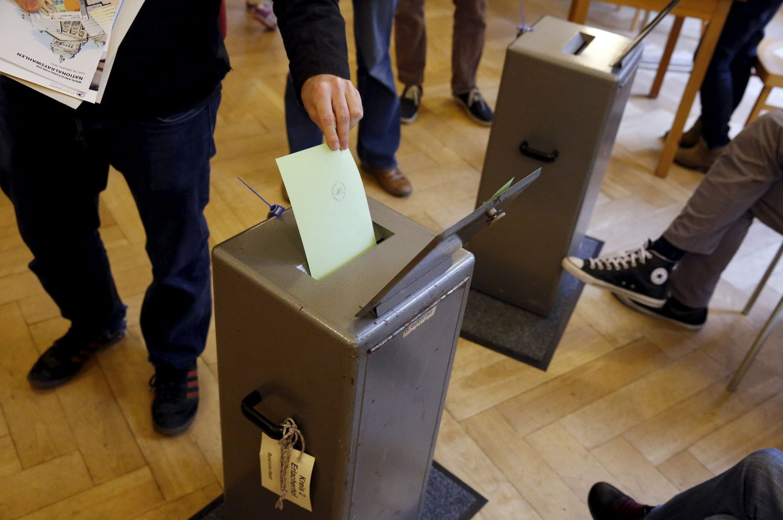 People cast their vote in a school house in Bern, Switzerland, Oct. 18, 2015. (Reuters Photo)