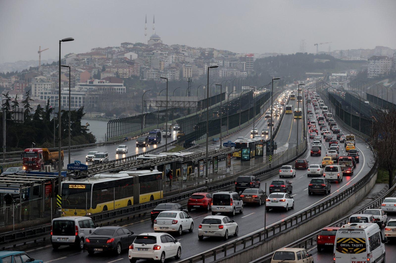 Cars pass byHaliç bridge in Turley's Istanbul on March 6, 2021. (AA Photo)