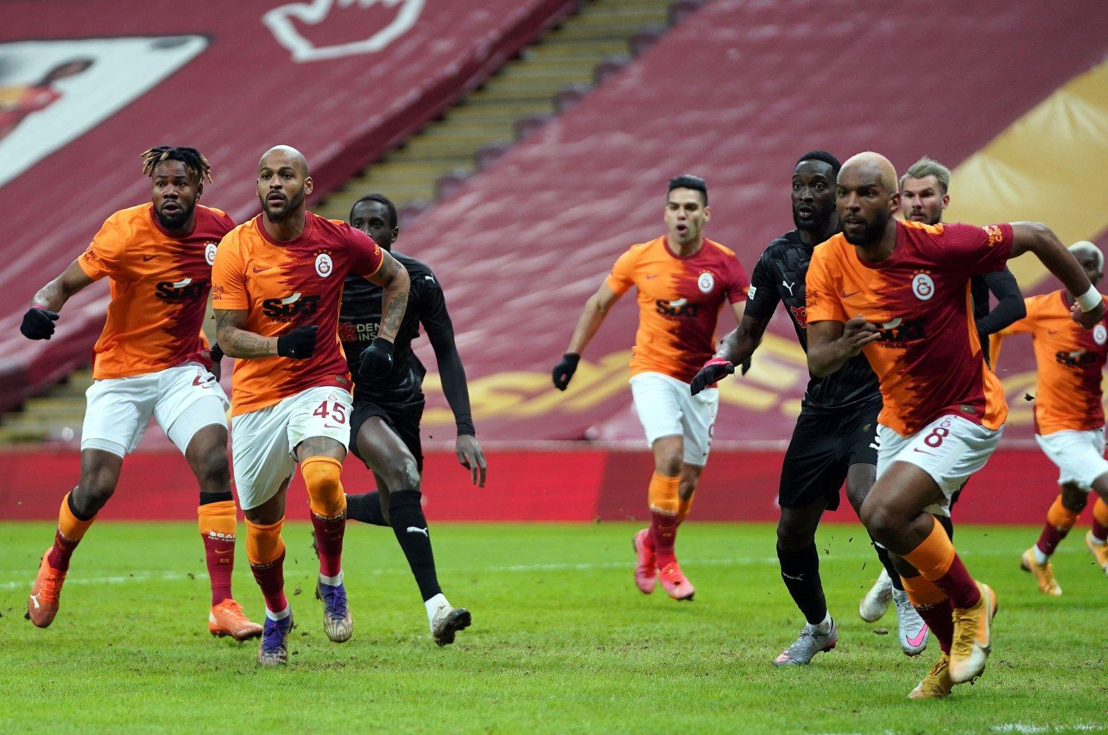 Galatasaray was held to a shocking 2-2 draw against Demir Grup Sivasspor. (IHA Photo)