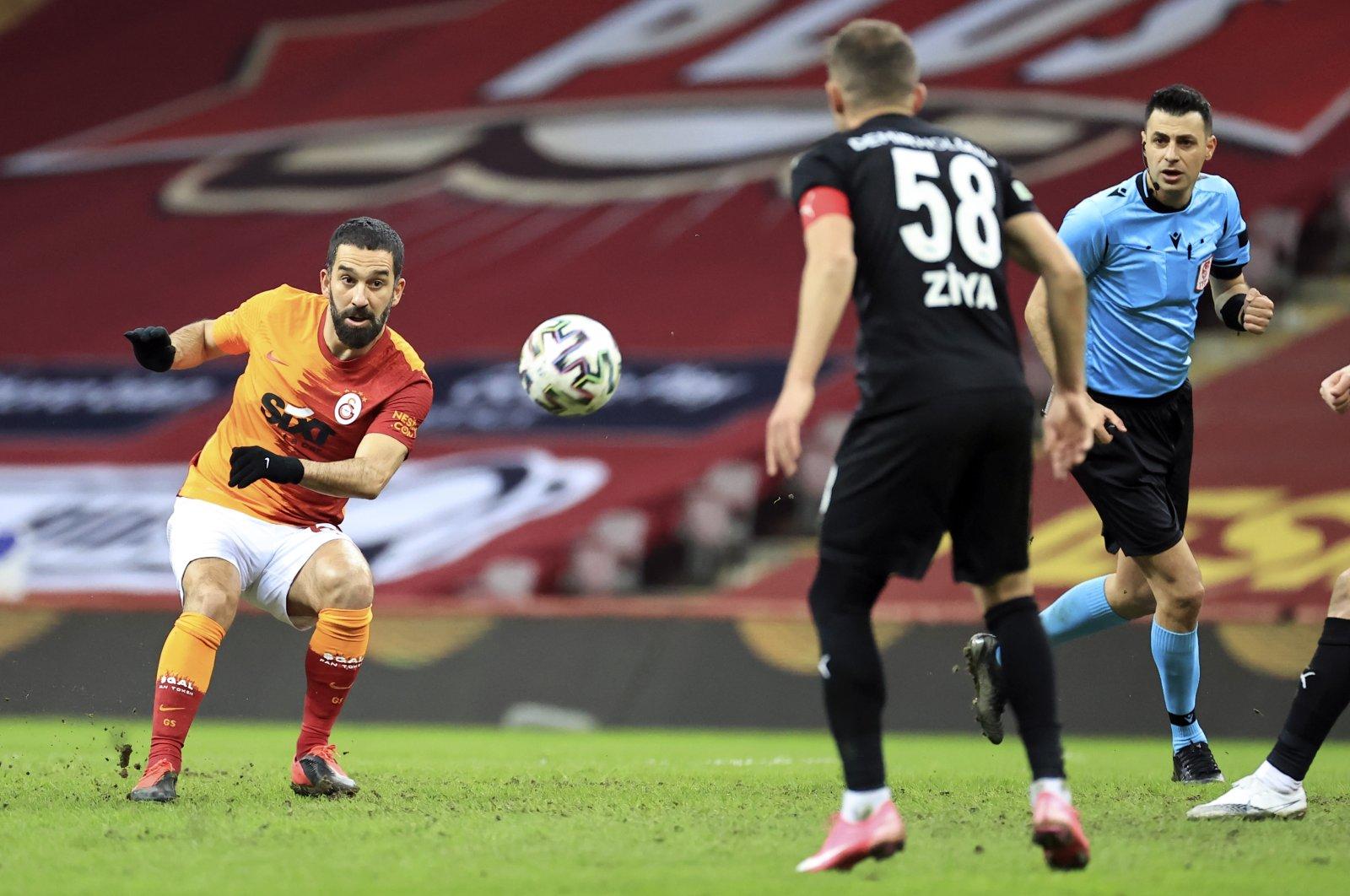 Galatasaray's Arda Turan (L) shoots as Sivasspor's Ziya Erdal (R) looks on during a Turkish Süper Lig match at theTürk Telekom Stadium, Istanbul, Turkey, March 8, 2021. (AA Photo)