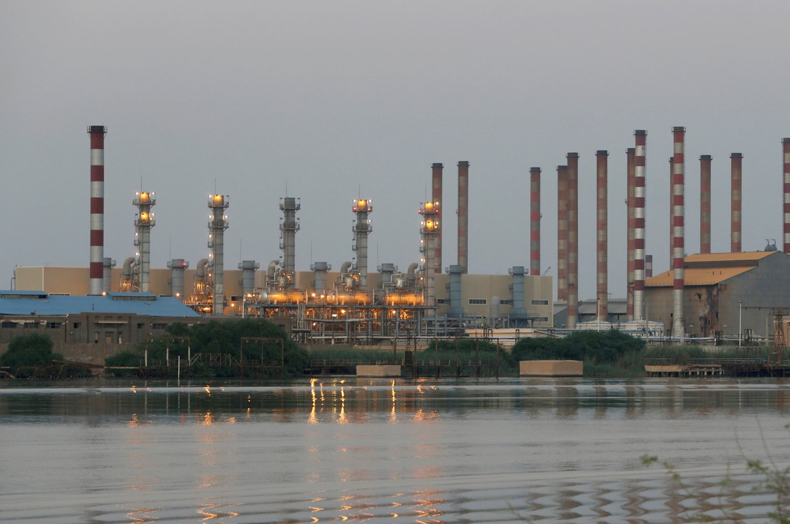 The Abadan oil refinery in southwest Iran pictured from the Iraqi side of Shatt al-Arab in Al-Faw south of Basra, Iraq, Sept. 21, 2019. (Reuters Photo)