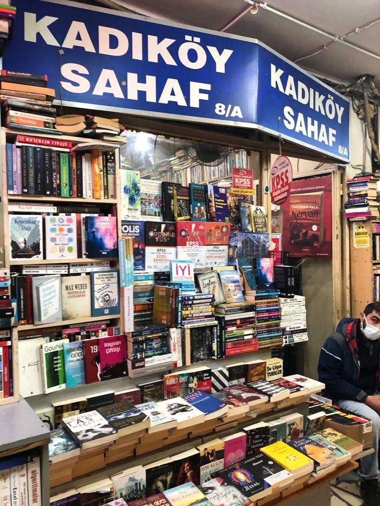 From literary masterpieces to up-and-coming works, it's easy to find a book that tickles your fancy in Akmar Pasajı. (Photo by Matt Hanson)