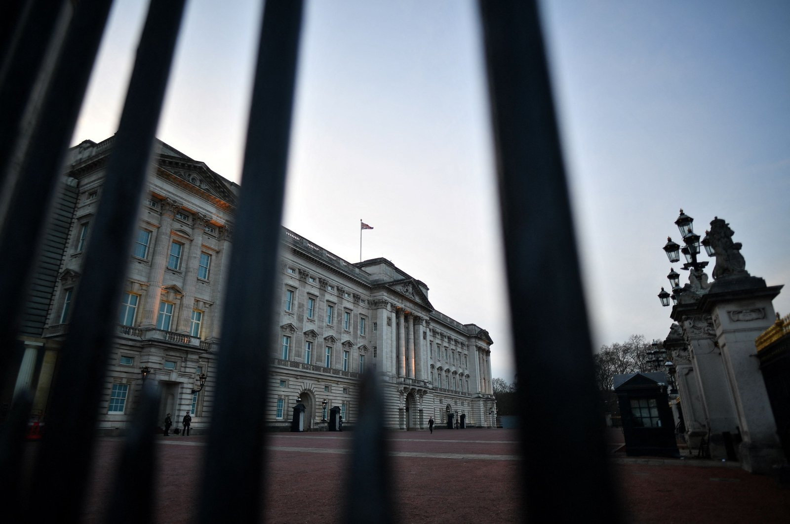 Buckingham Palace, the official residence of Britain's Queen Elizabeth II, is pictured in London at dusk on March 9, 2021. (AFP Photo)
