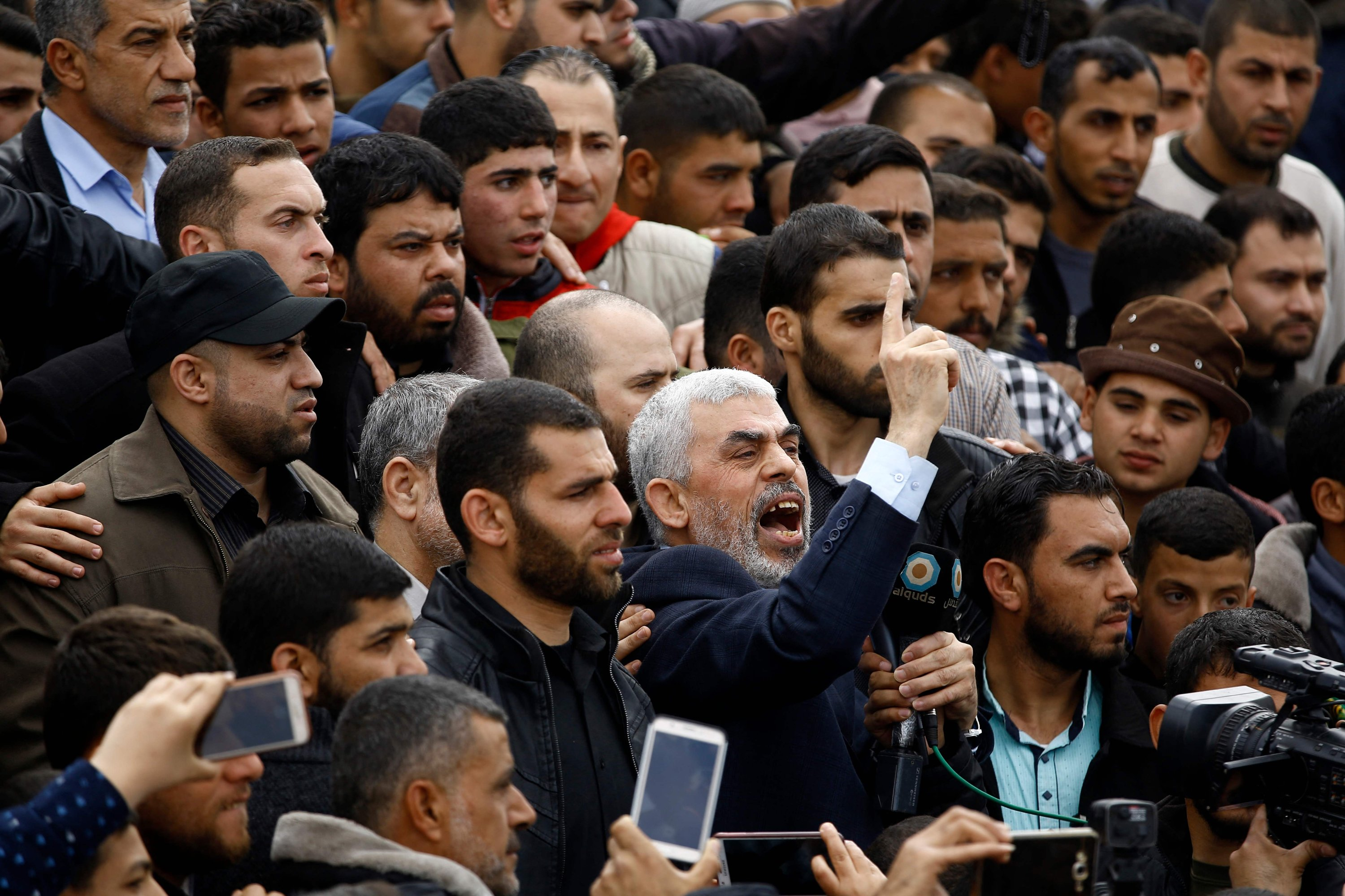 Hamas movement leader Yahya Sinwar (C) shouting slogans as he takes part in a tent city protest near the border with Israel east of Jabalia in the northern Gaza strip to commemorate Land Day, March 30, 2018. (AFP Photo)