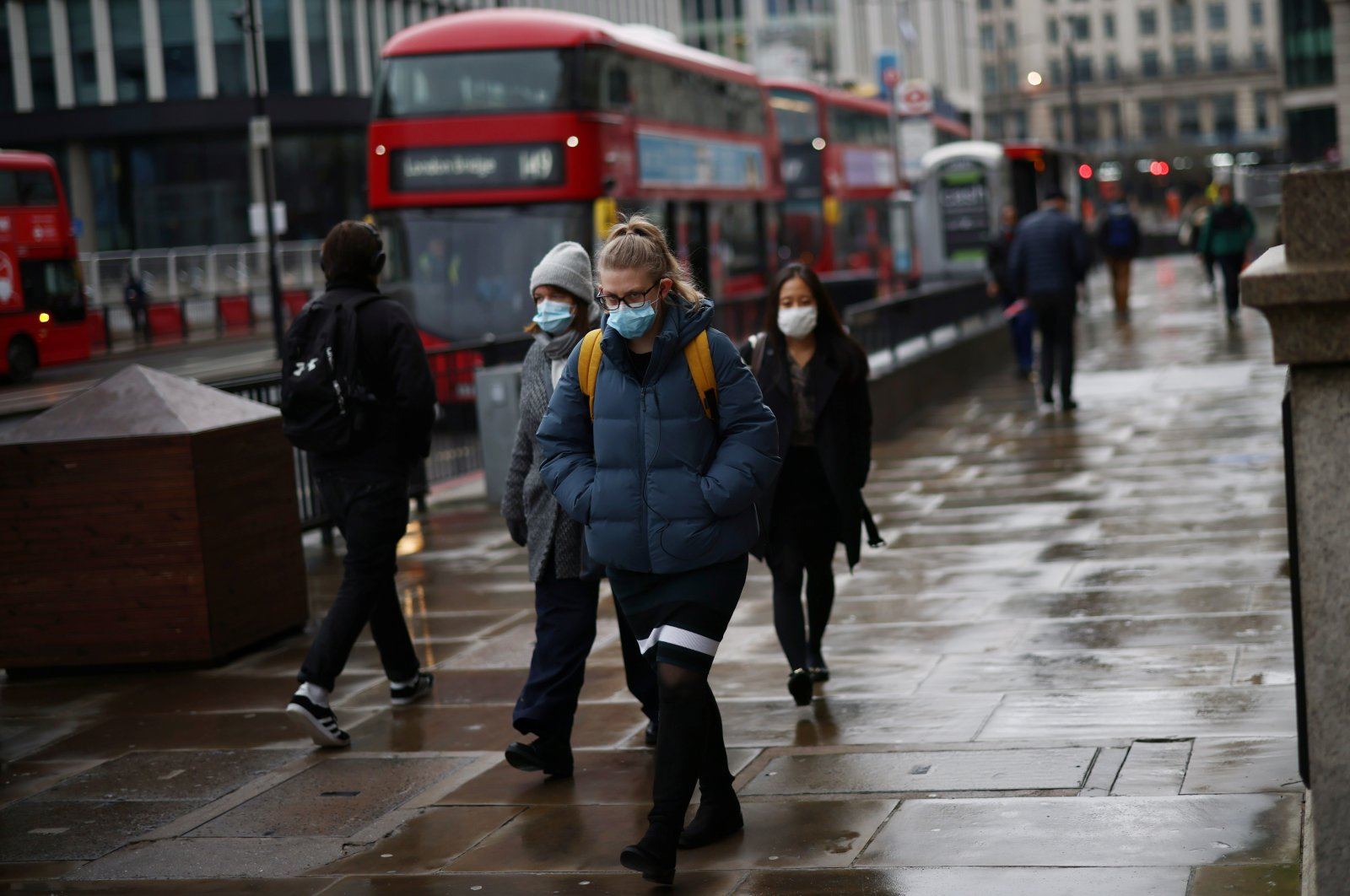 People walk over London Bridge during rush hour, amid the coronavirus disease (COVID-19) outbreak, in London, Britain, March 4, 2021. (Reuters Photo)