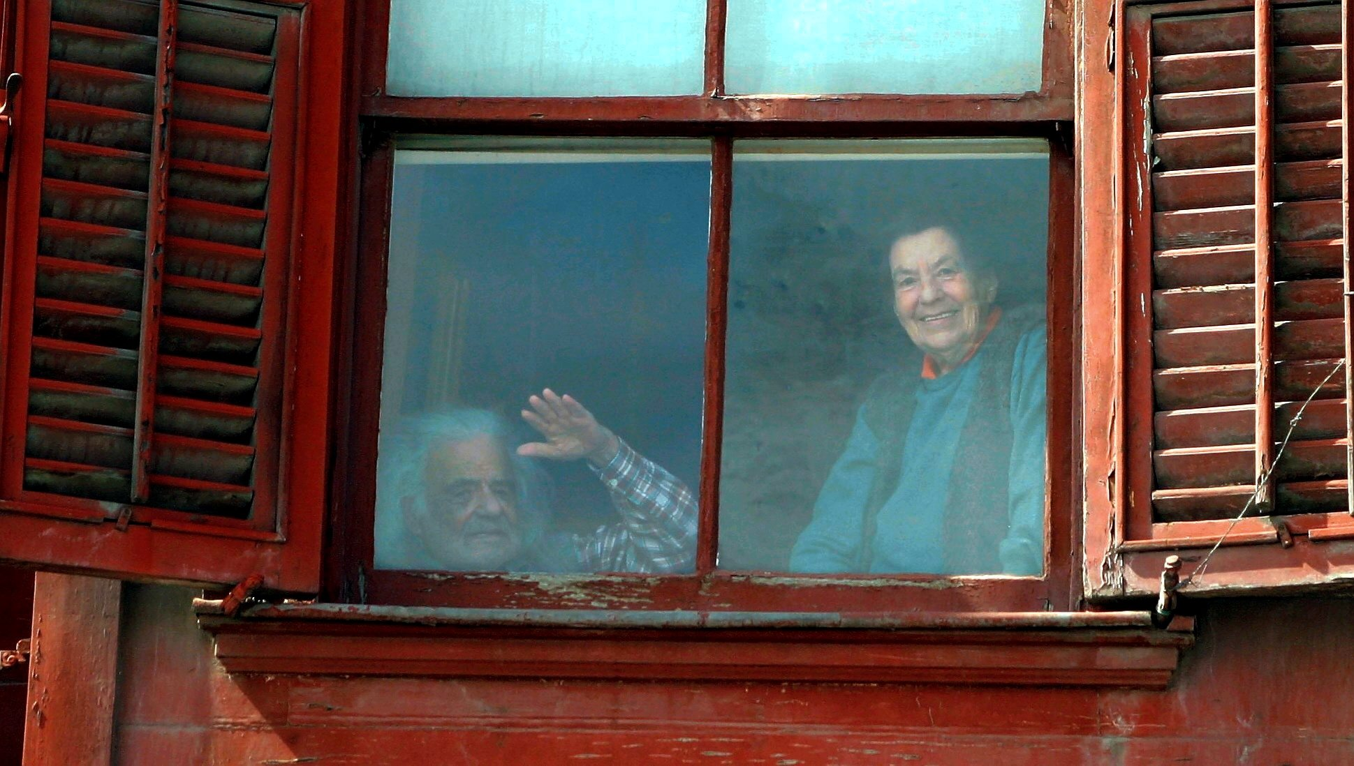 Architect Nail Çakırhan and archaeologist Halet Çambel in their Arnavutköy home in Istanbul. (Archive Photo)
