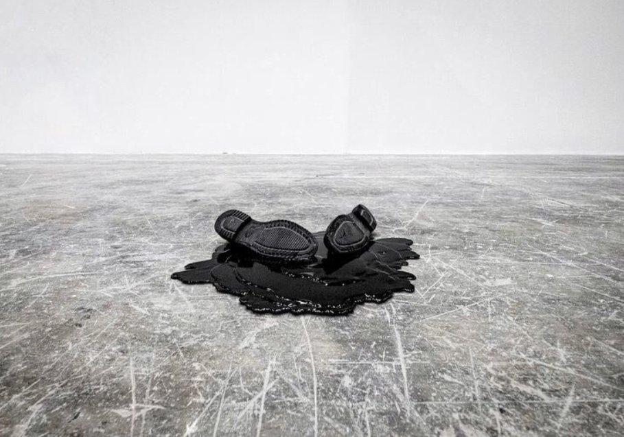"Büşra Çeğil, ""Freedom of Speech,"" polyol, shoes, 100 by 100 by 100 centimeters, 2019. (Courtesy of Anna Laudel)"