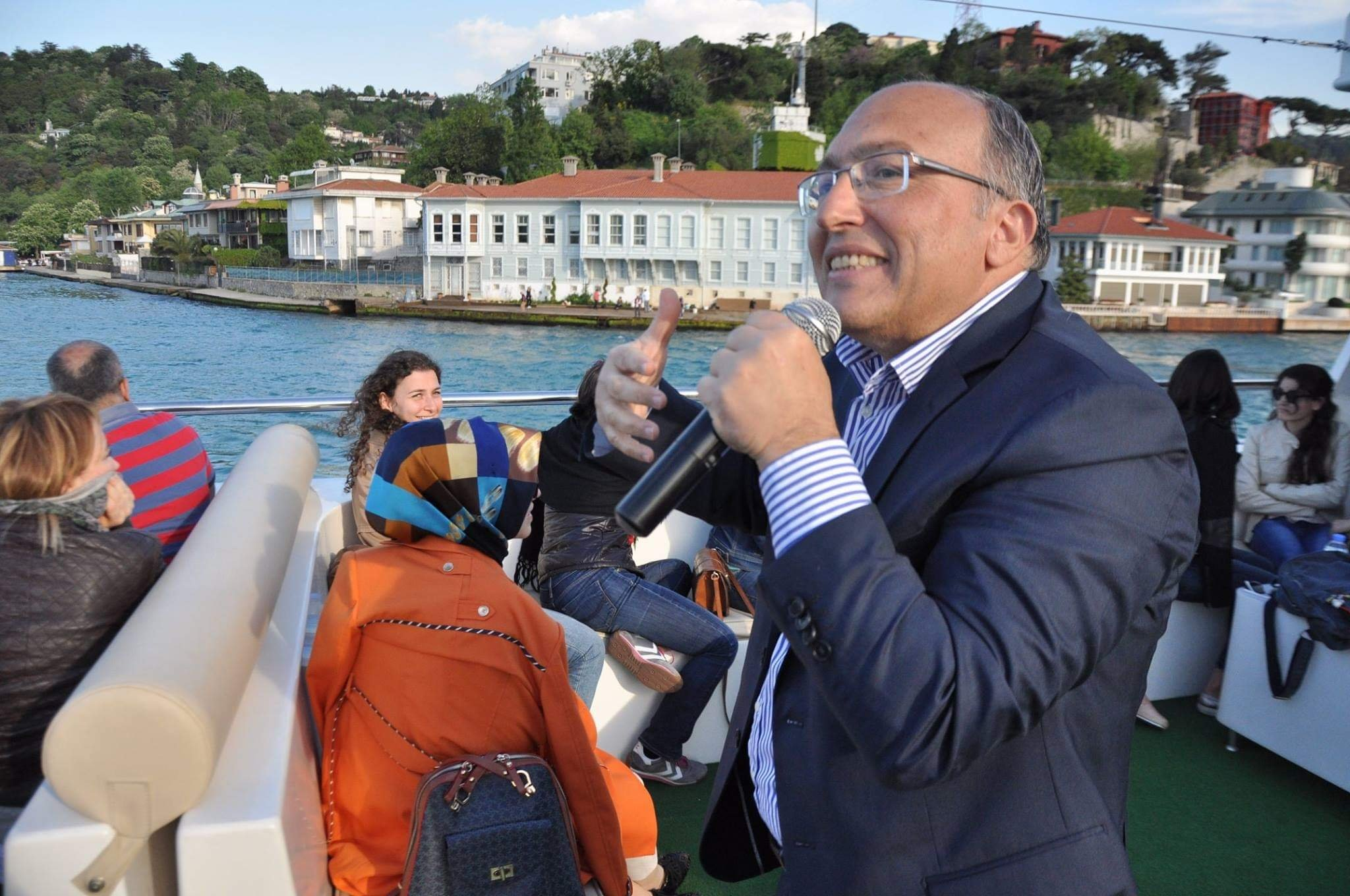 Ahmet Haluk Dursun speaks during a travel tour where he tells about the history of Istanbul and the metropolis' mansions at a ferry at the Bosporus, Istanbul, Turkey, April 29, 2016. (Courtesy of Ferhat Küçük)