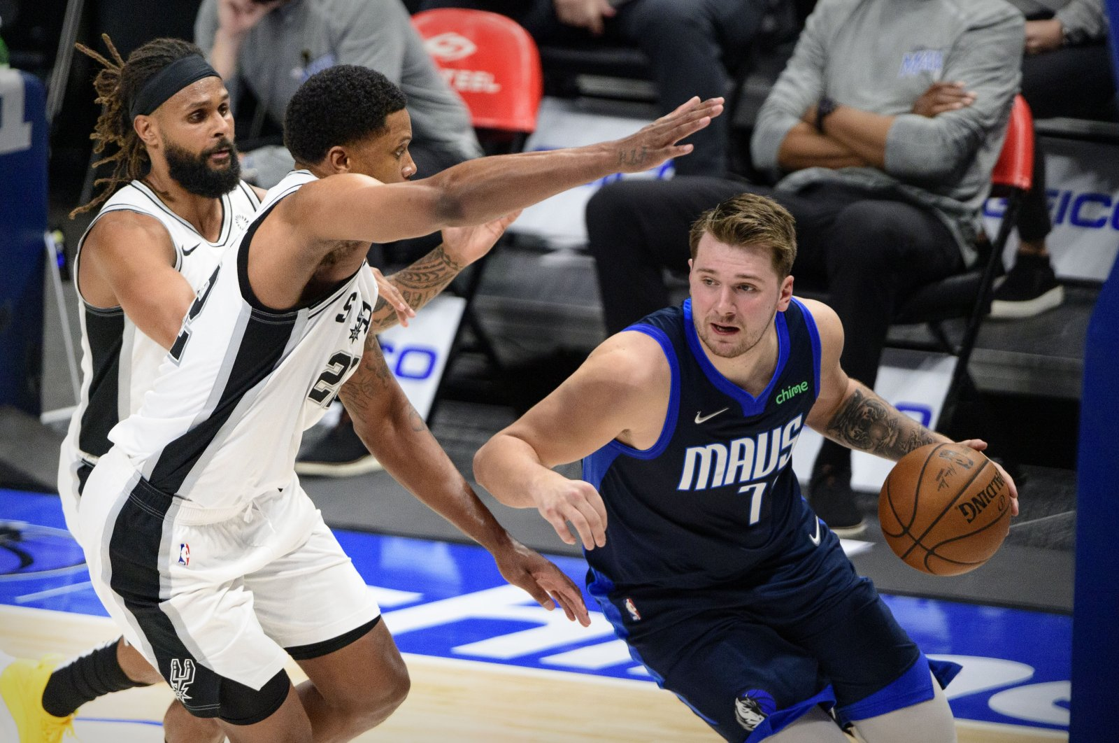 Dallas Mavericks guard Luka Doncic (R) dribbles the ball past San Antonio Spurs forward Rudy Gay (L) during an NBA game at the American Airlines Center, Dallas, Texas, March 10, 2021. (Reuters Photo)