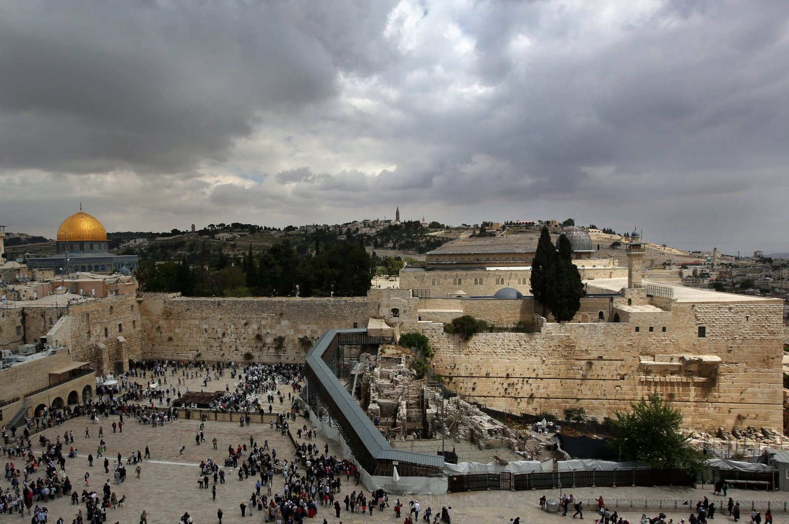 A photograph released on April 24, 2013, shows a view of Jerusalem's Old City including the Western Wall (C-L), the golden Dome of the Rock and al-Aqsa Mosque (R), both on the Temple Mount on a cloudy day on 18 April 2013. (EPA Photo)