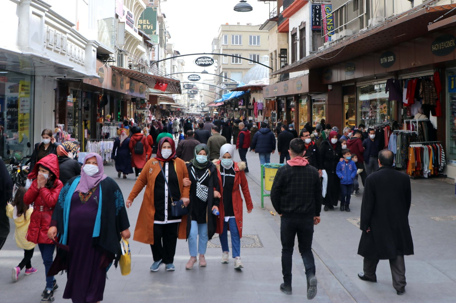 People wearing protective masks walk on a street in Gaziantep, southern Turkey, March 10, 2021. (DHA PHOTO)