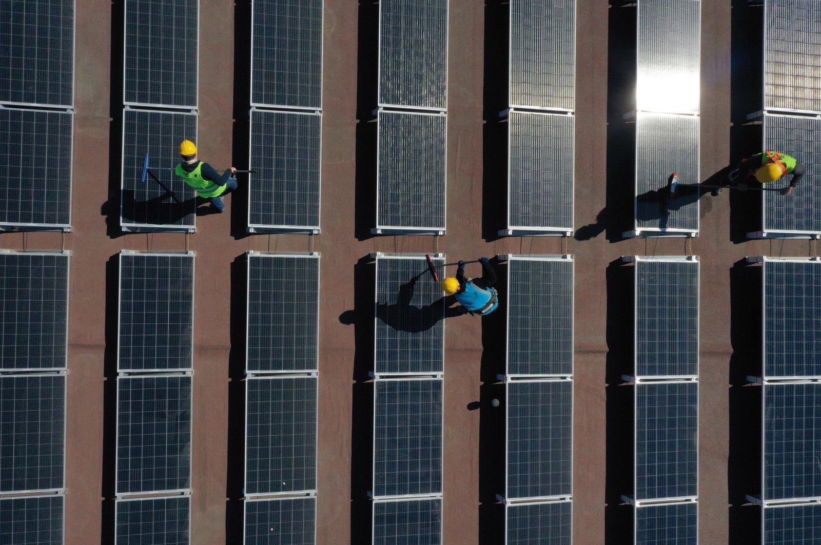 Employees work on installingsolar panels in a complex belonging to Bursa Municipality, Bursa, northwestern Turkey, March 3, 2021. (AA Photo)