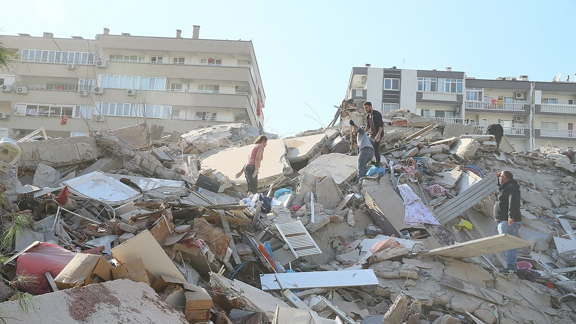 People search for survivors under the rubble after an earthquake, in Izmir, western Turkey, Oct. 30, 2020. (AA PHOTO)
