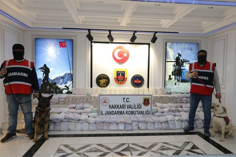 A total of 1.3 tons of heroin, 10 kilograms (22 pounds) of cocaine, and 3.5 tons of acid anhydride were seized this year in operations against the PKK terrorist group, March 12, 2021. (AA)