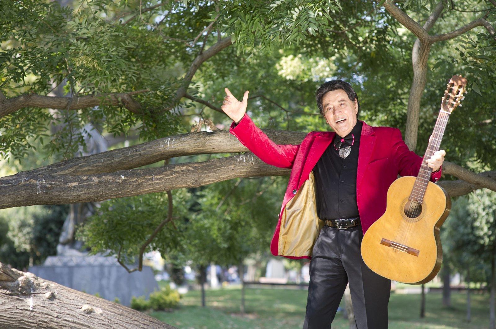 Erol Büyükburç poses with his guitar. (Archive Photo)
