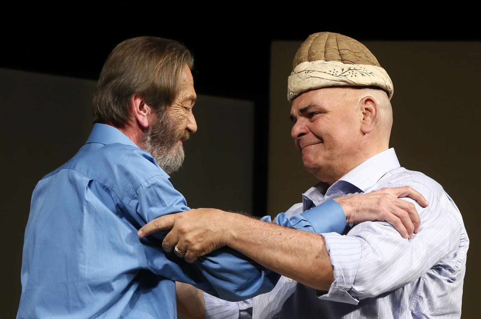 Actor Ferhan fiensoy (L) hands the kavuk to Rasim Öztekin at Ses Theater in Istanbul, May 12, 2016. (AA Photo)
