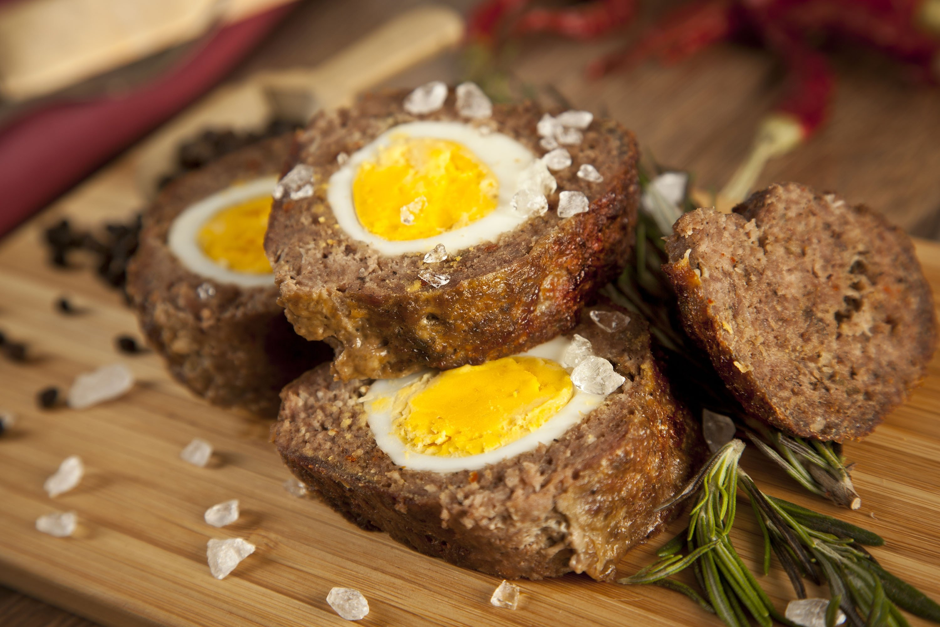 If you don't have peas or carrots, you can make a simpler version of Dalyan köfte with eggs and minced meat. (Shutterstock Photo)