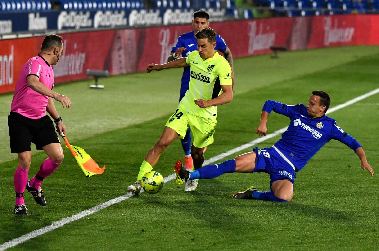 Atletico Madrid midfielder Marcos Llorente (L) is tackled by Getafe midfielder Mauro Arambarri during a La Liga match at the Coliseum Alfonso Perez stadium, Getafe, south of Madrid, March 13, 2021. (AFP Photo)