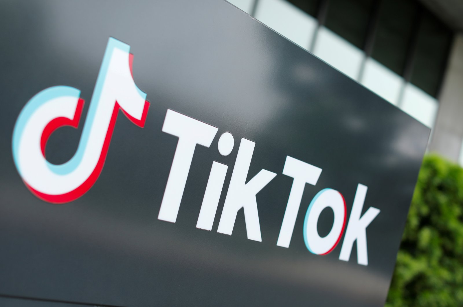 The TikTok logo pictured outside the company's U.S. head office, in California, United States, Sept. 15, 2020. (REUTERS PHOTO)