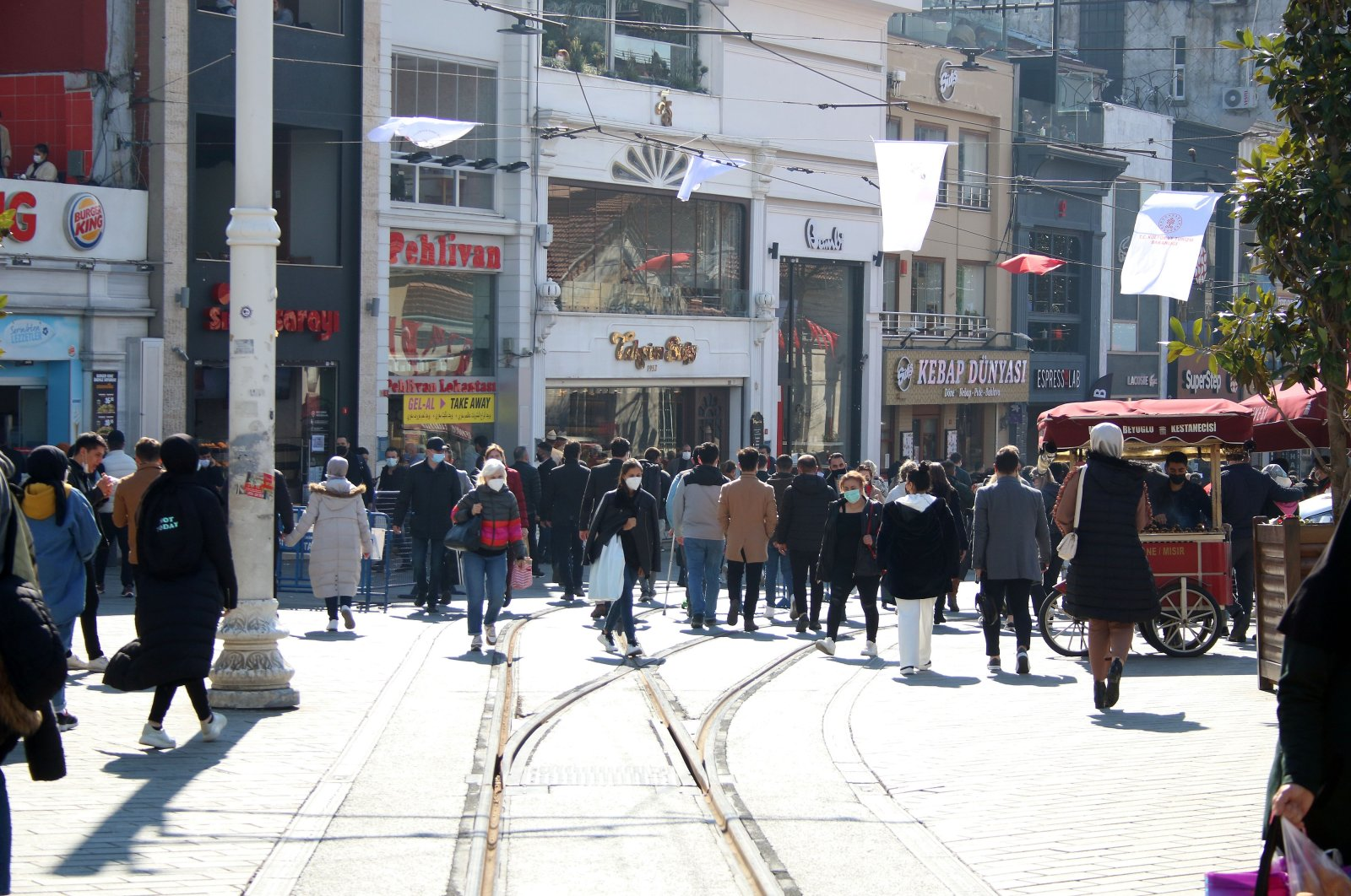 People shop and walk on Istiklal Avenue in Istanbul's Beyoğlu district on Mar. 13, 2021 (DHA Photo)