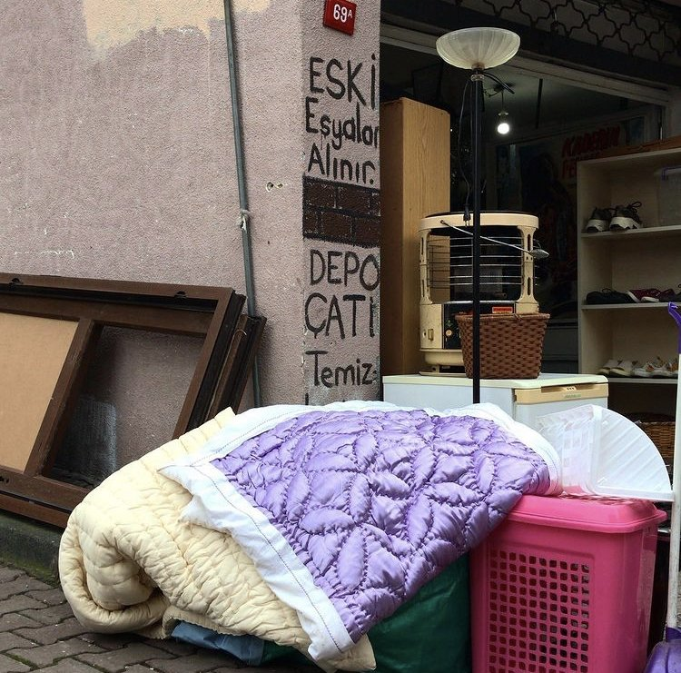 The quilts laying on the sidewalk to be picked up by the garbage truck in Üsküdar, Istanbul. (Photo by Rabia Gül)
