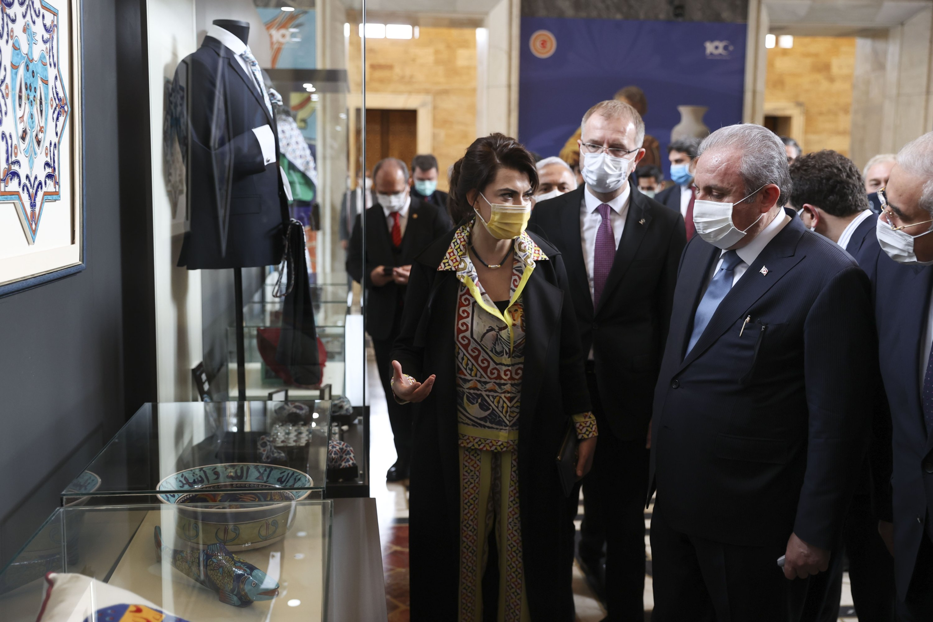 "Parliament Speaker Mustafa Şentop (L) with Nida Olçar (R) visits the ""Parliament Private Kütahya Collection Sıtkı' exhibition in the Turkish Parliament's Hall of Honor, Ankara, Turkey, March 17, 2021. (AA Photo)"