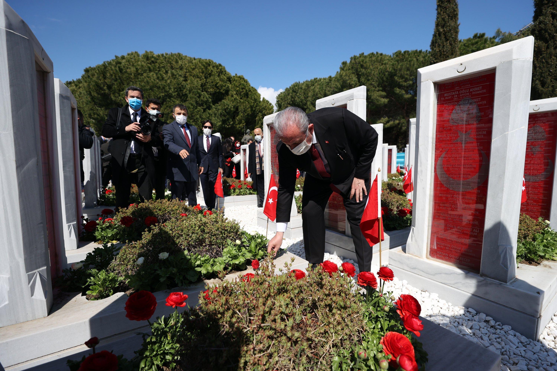 Parliamentary Speaker Mustafa Şentop places flowers on the graves of fallen soldiers, in Çanakkale, western Turkey, Mar. 18, 2021. (AA PHOTO)