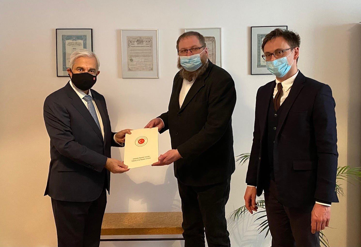 Tunç Üğdül, the Turkish ambassador to Poland, presents a 30,000 euro ($36,000) contribution to Piotr Cywinski, the director of the Auschwitz-Birkenau State Museum, Warsaw, Poland, March 18, 2021. (IHA)