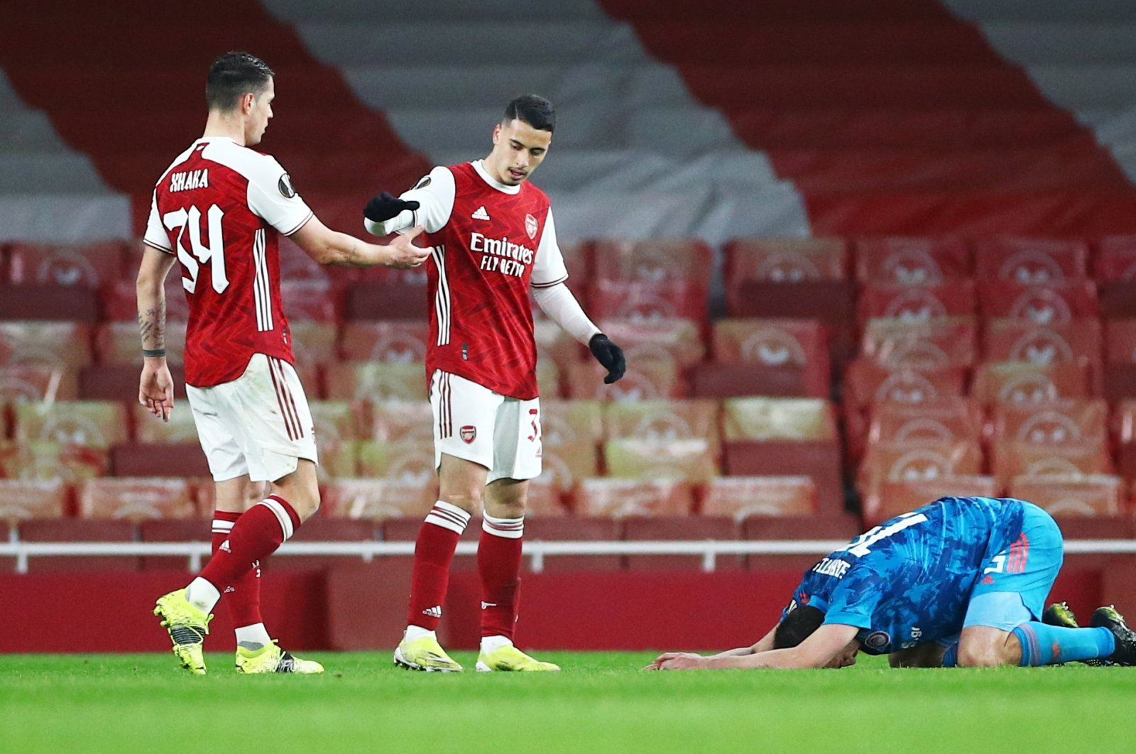 Arsenal's Gabriel Martinelli shakes hands with Granit Xhaka as Olympiacos' Sokratis Papastathopoulos looks dejected after the Europa League match at the Emirates Stadium, in London, Britain, March 18, 2021. (Reuters Photo)