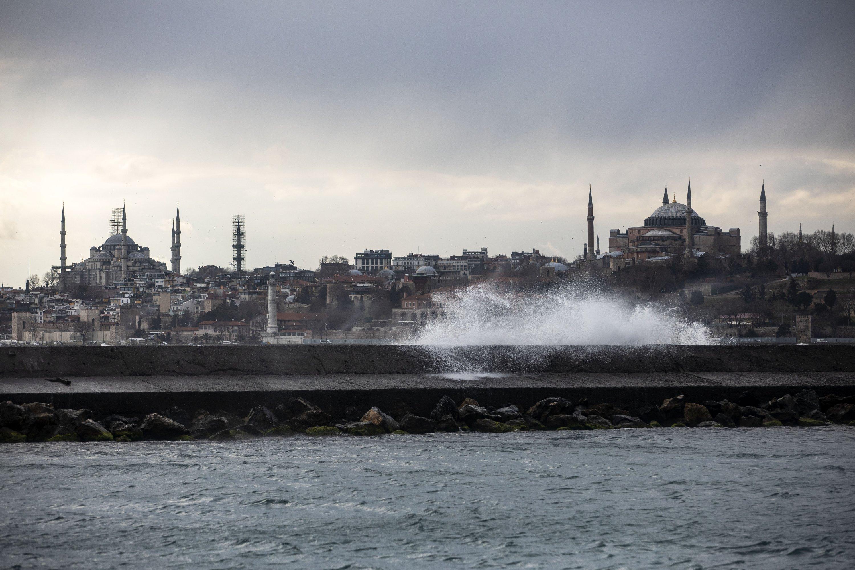 Turkish politics between security and reform