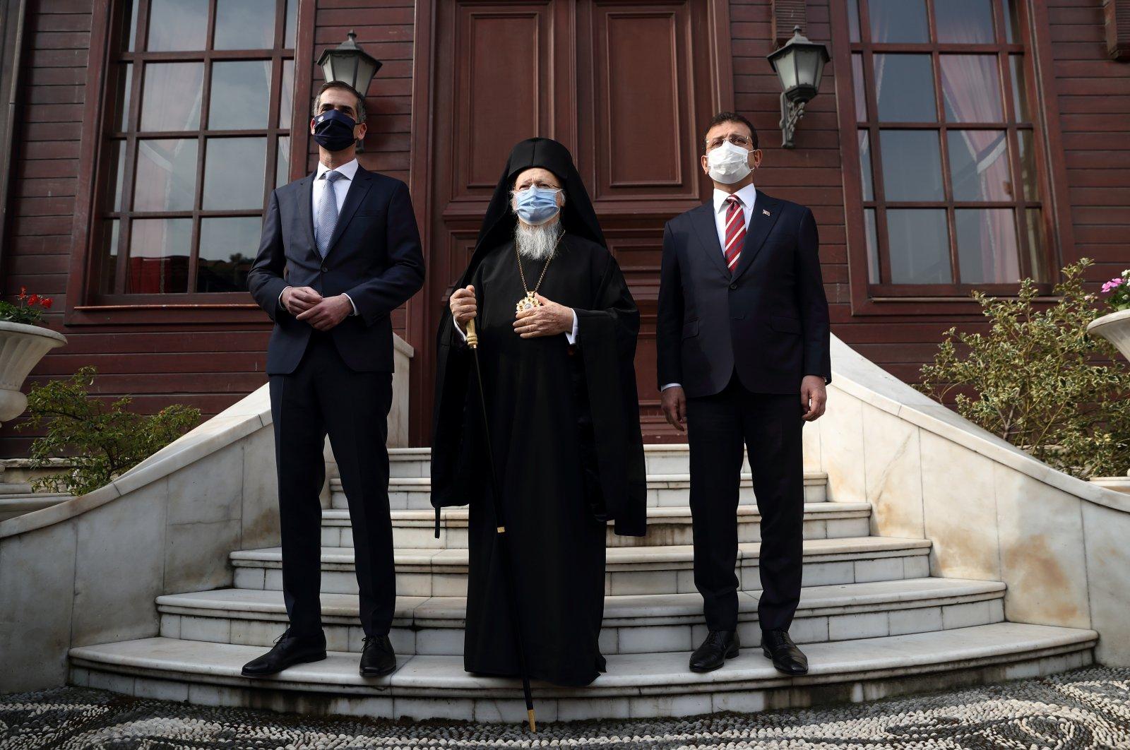 Athens Mayor Kostas Bakoyannis (L), Patriarch Bartholomew I (C) and Istanbul Metropolitan Mayor Ekrem Imamoğlu pose together as they visit the Greek Orthodox Patriarchate in Istanbul, Turkey, March 19, 2021. (Reuters Photo)