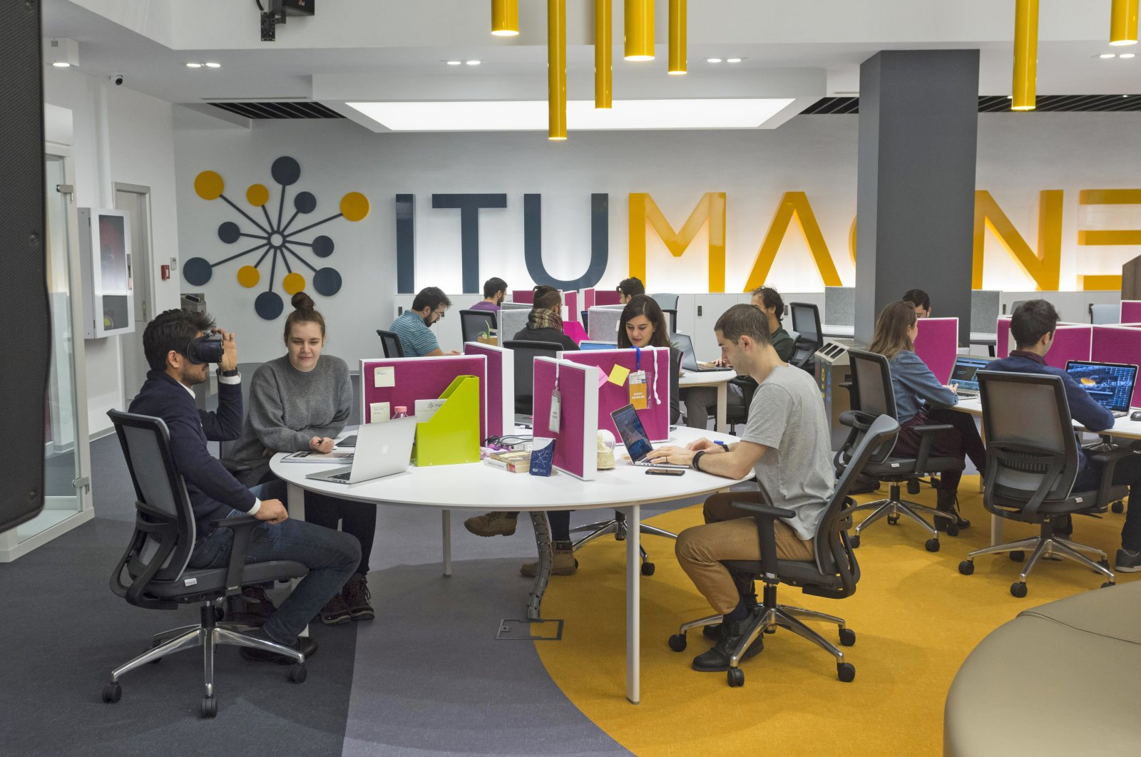 People are seen at Istanbul Technical University (ITÜ) ARI Teknokent's digital production center, ITÜ Magnet. (Sabah file photo)