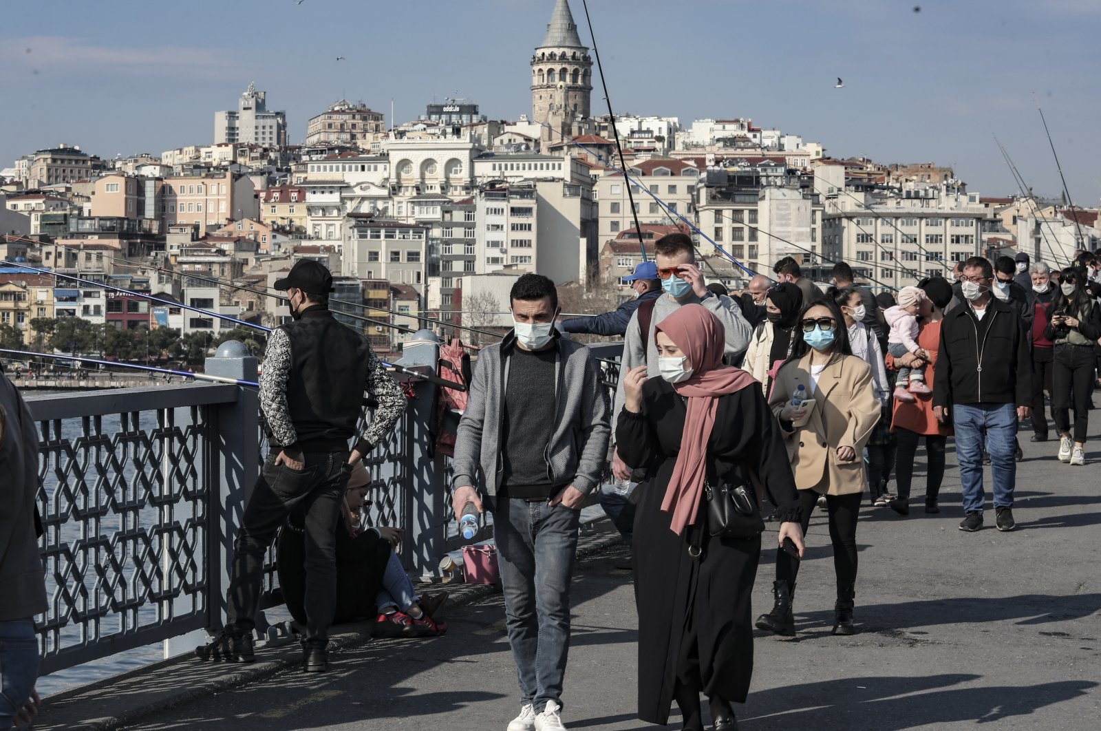 People wearing protective masks walk in Eminönü district, in Istanbul, Turkey, March 15, 2021. (DHA PHOTO)