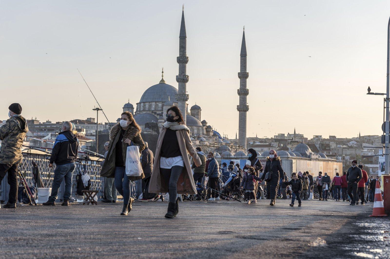 Turkish people wearing protective face masks walking at Galata bridge during coronavirus COVID-19 pandemic in Istanbul, Turkey on Nov. 16, 2020. (Getty File Photo)