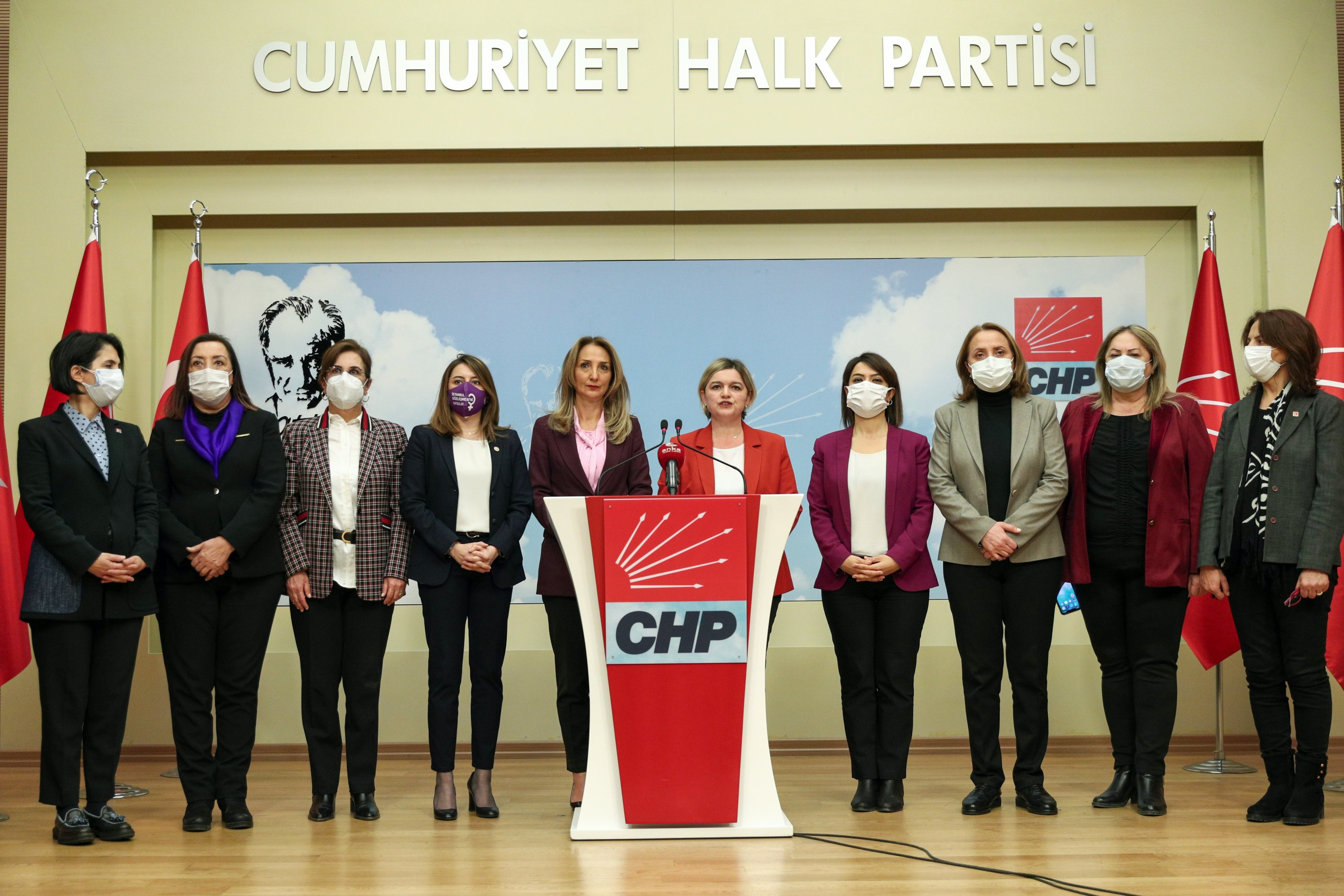 CHP's women executives including Secretary-General Selin Sayek Böke (5th R) and Women's Branch Chairperson Aylin Nazlıaka (5th L) held a press conference at the party headquarters in the capital Ankara, March 20, 2021. (CHP via AA)