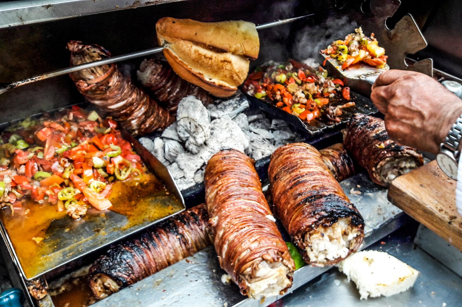 Kokoreç is one of the most divisive foods in Turkish society. (Shutterstock Photo)